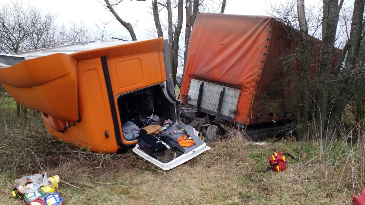 Nehoda kamionu v Ředicích