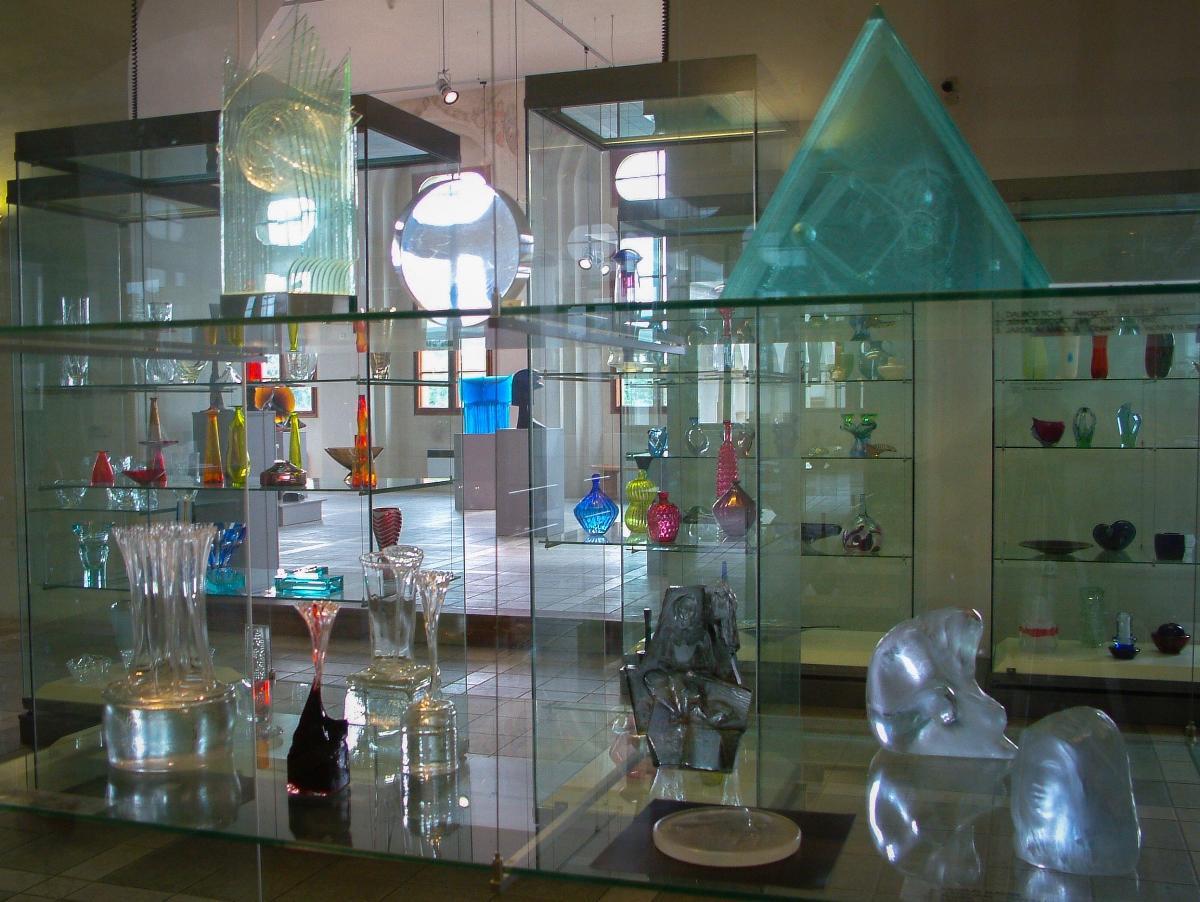 Vydejte se do expozice skla na Zámku Pardubice s kurátorem