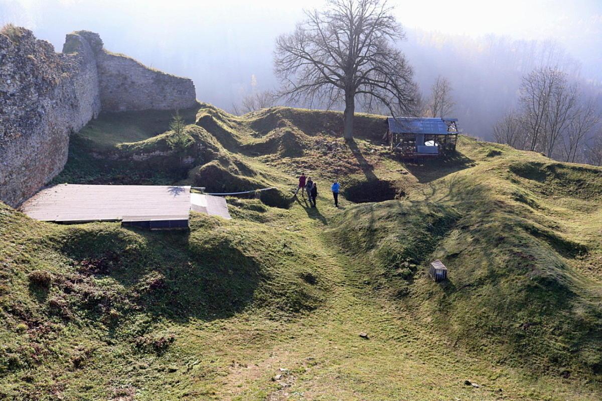 07 Pohled do hradu