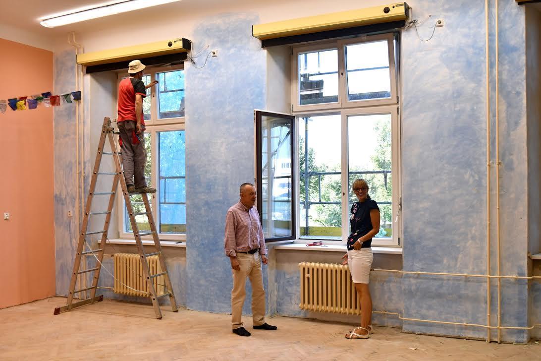Práce na gymnáziu v Jevíčku potrvají do začátku příštího roku