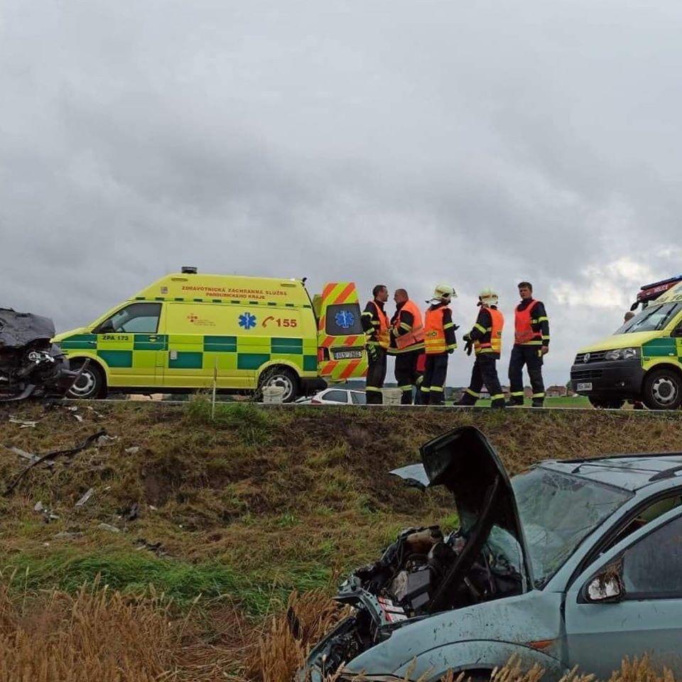 Dopravní nehoda si vyžádala šest zraněných osob…