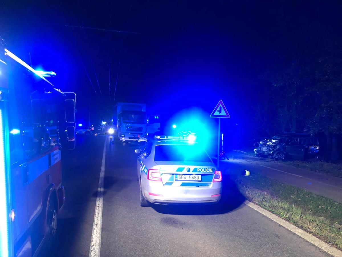 Nehoda tří vozidel Lázně Bohdaneč s únikem nebezpečné látky převážené...   Foto: Hasiči Lázně Bohdaneč