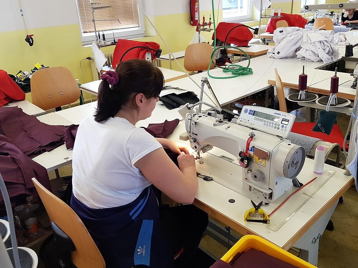 ARCA v Chrasti šije textilní roušky pro Pardubický kraj