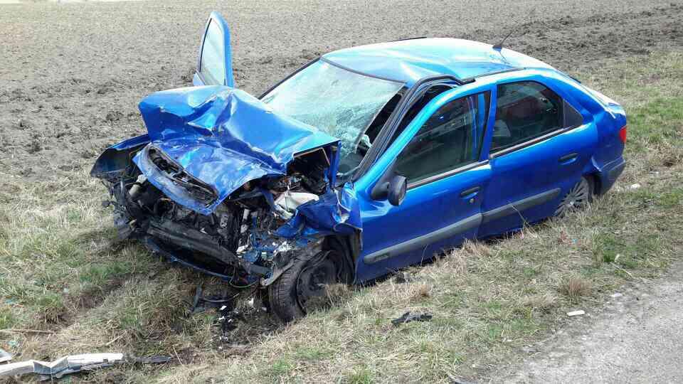 Zaklíněného řidiče vyprostili hasiči, na místě nehody přistál i vrtulník | foto:HZS Pardubického kraje