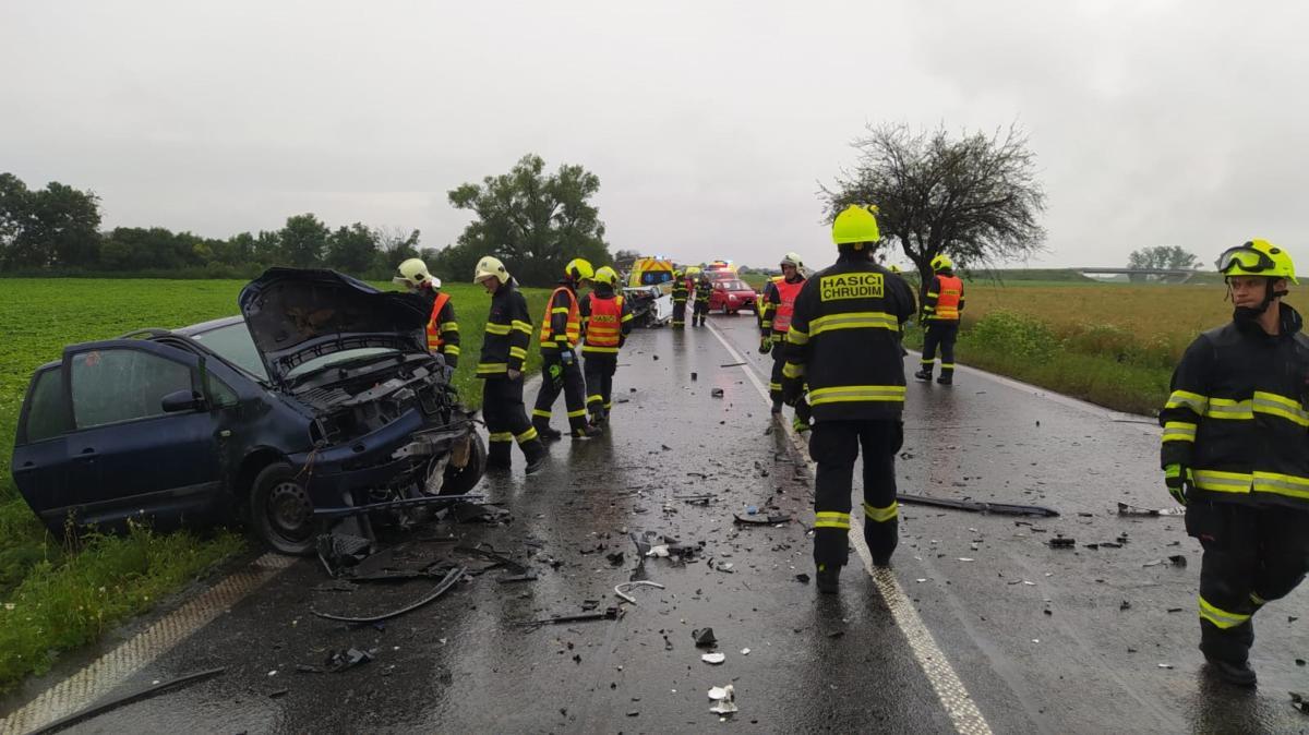 Při nehodě se zranilo šest lidí