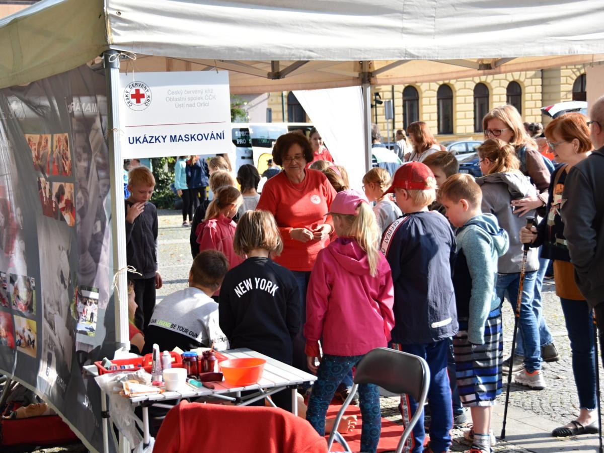 Zástupci Českého červeného kříže připomínají Den světové pomoci