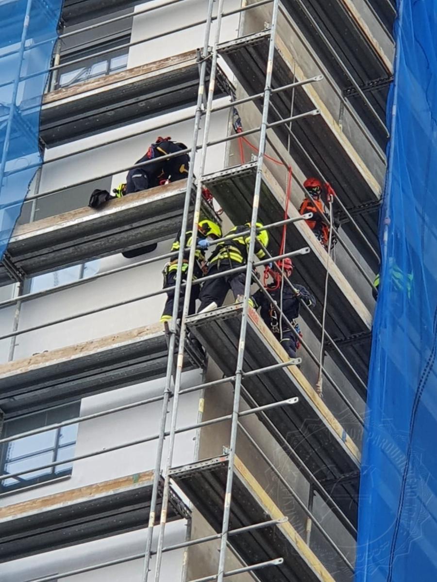 HZS Cviceni evakuace stavba leseni 1404202101