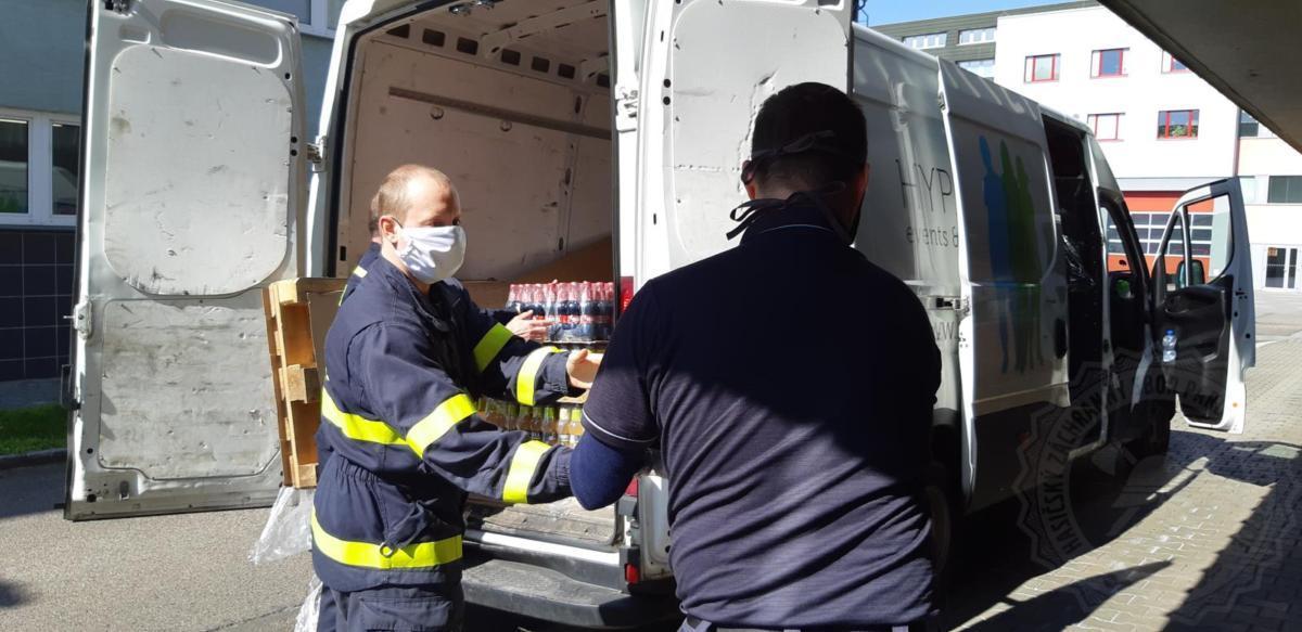 S nebývalou vlnou solidarity se v těchto dnech setkávají i hasiči