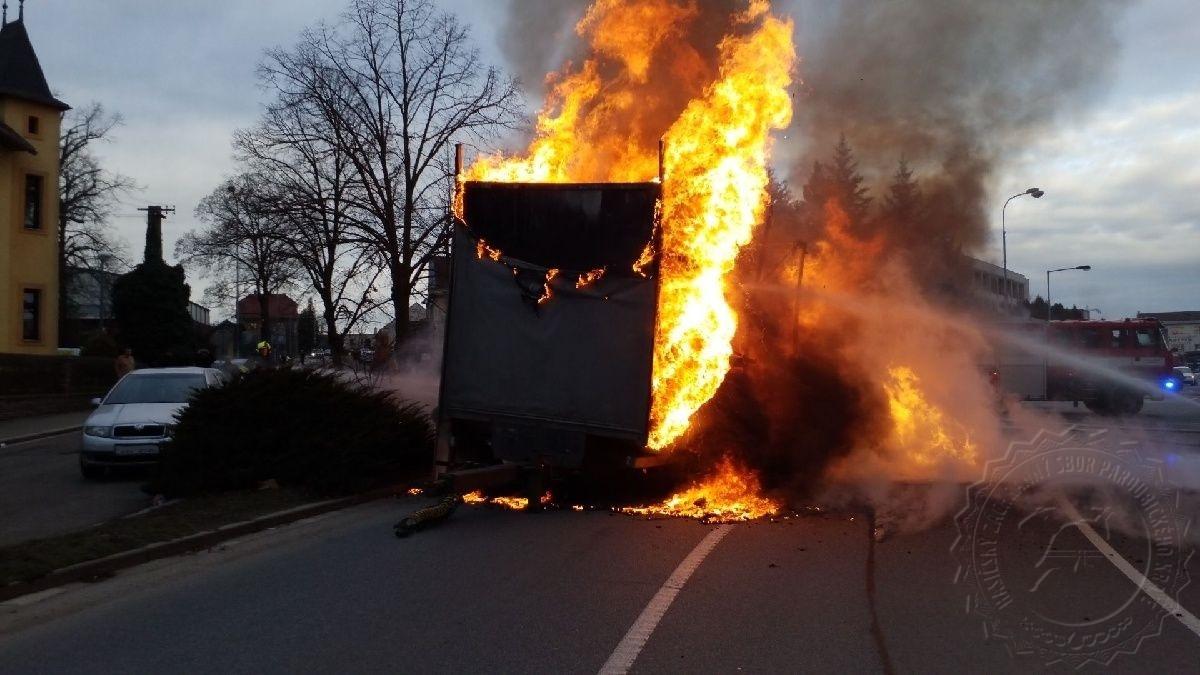 Požár nákladního vozidla v Přelouči