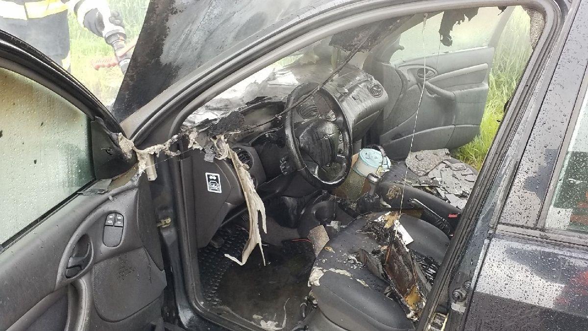 Řidička stačila vozidlo včas opustit.