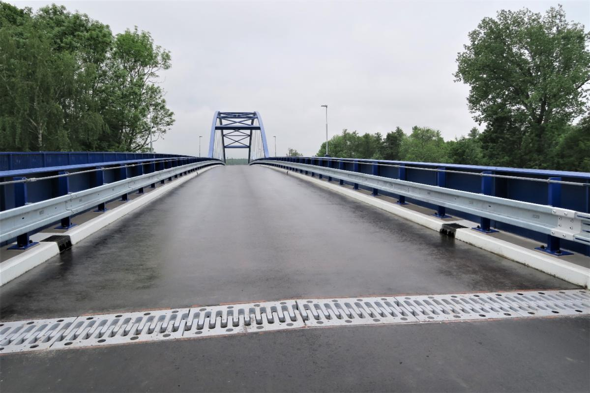 Nový most překlenul Labe mezi Valy a Mělicemi u Přelouče.