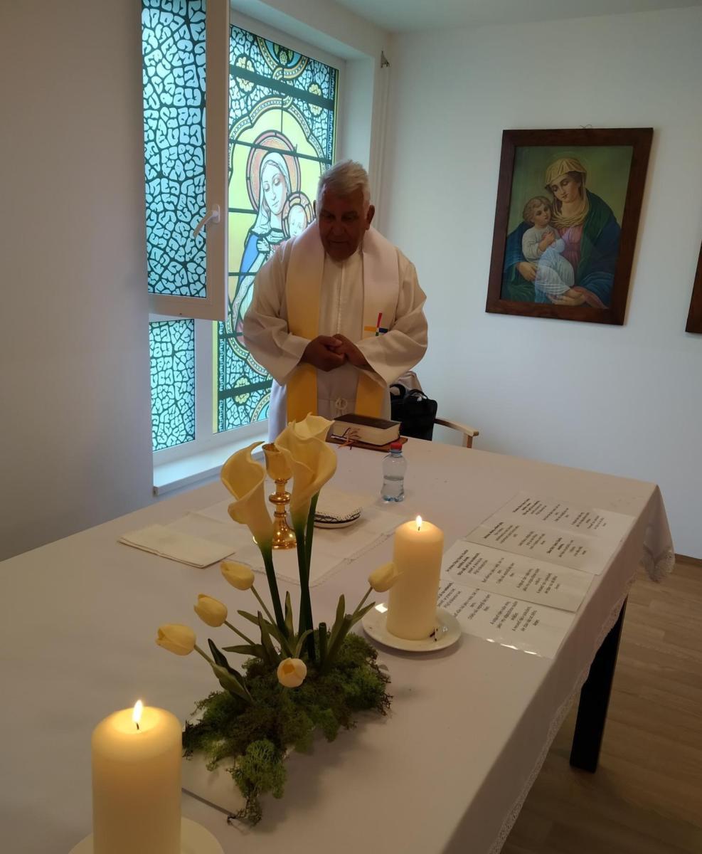 vysvěcení nové kaple v Alzheimercentru Pardubice, kterou vysvětlil biskup Královohradeckého biskupství Jeho Excelence Mons. Josef Kajnek