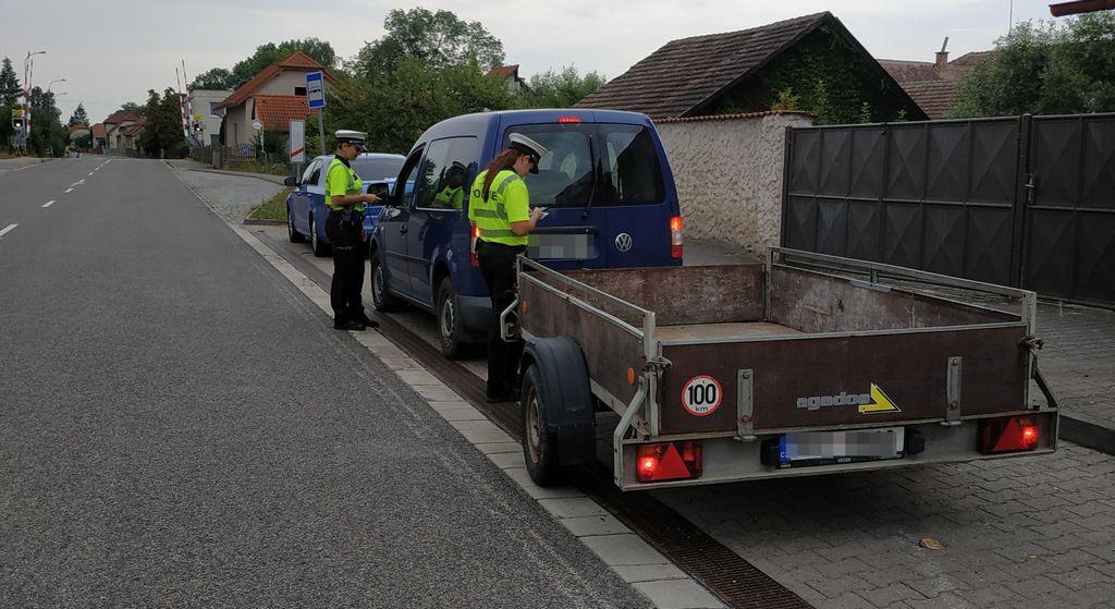 Hlídka pardubické dopravní policie se zaměřila na silnice v okolí Holic.