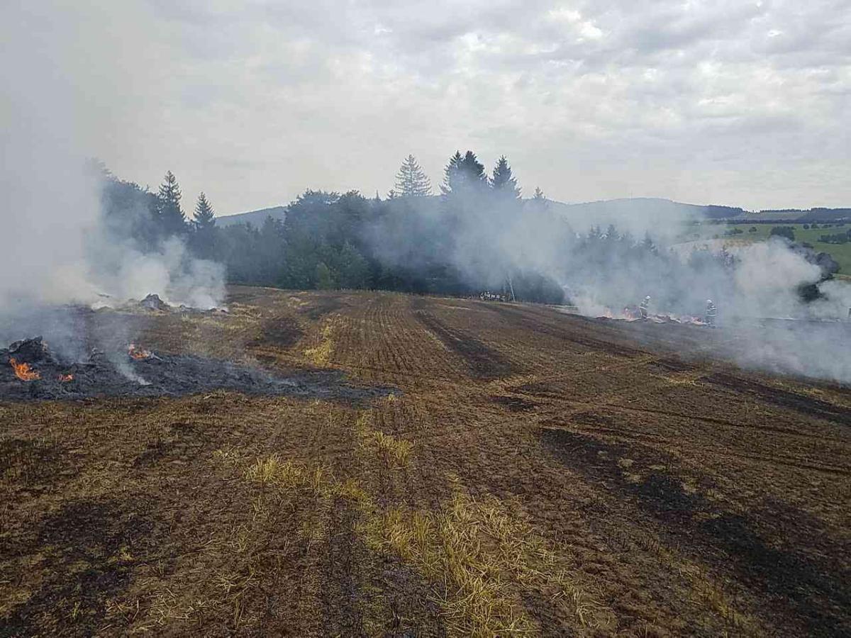 Plameny zničily lis na slámu, škoda přesáhne milion korun
