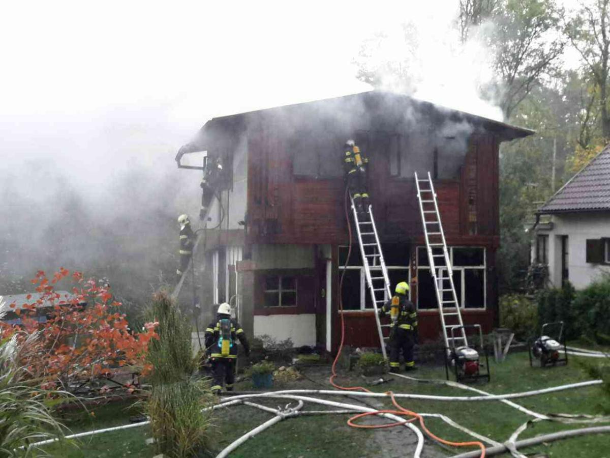 Plameny poškodily chatu