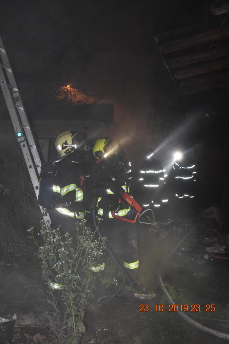 Požár objektu dílen a kovárny SŽDC v Hlaváčově ulici v Pardubicích