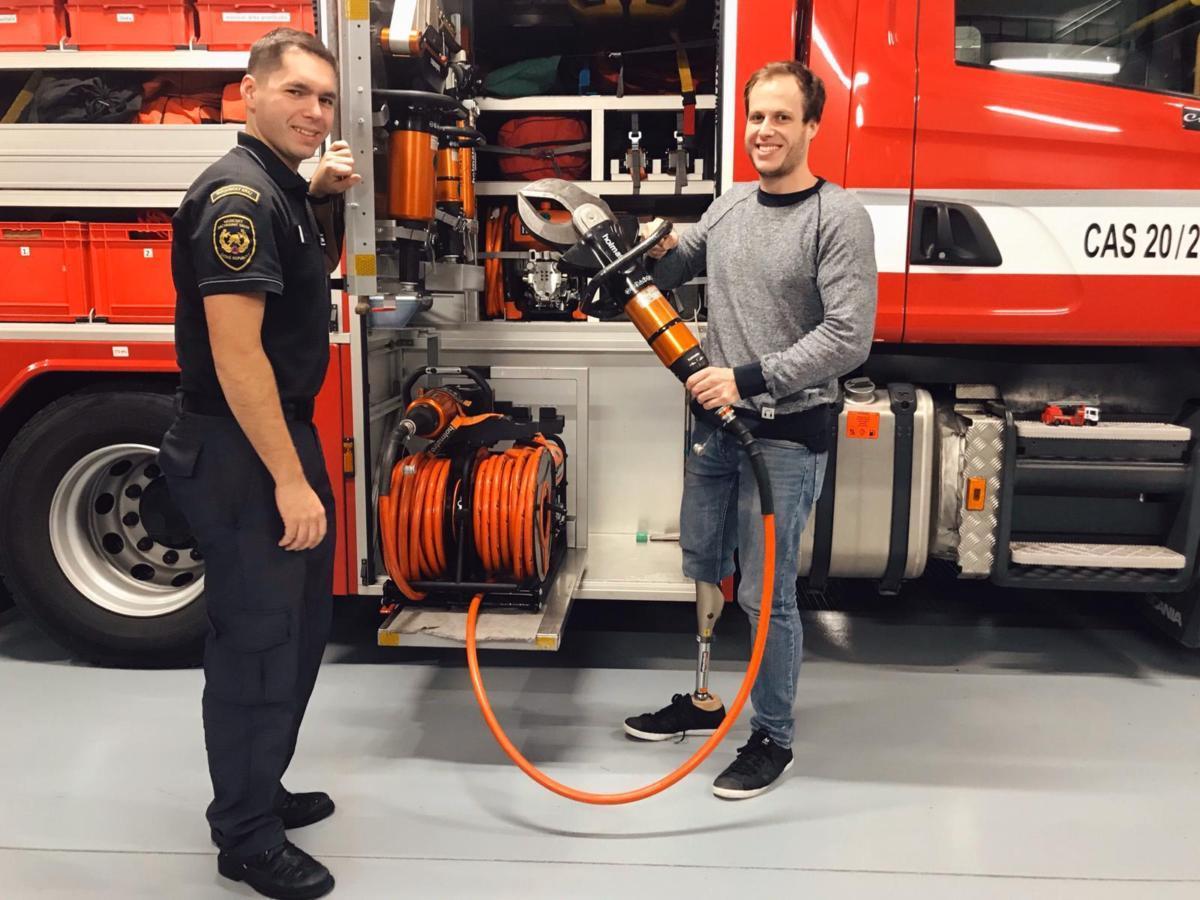 """""""Přál jsem si vidět stanici a poděkovat osobně za záchranu života hasičům,"""" říká mladý motocyklista Jirka"""