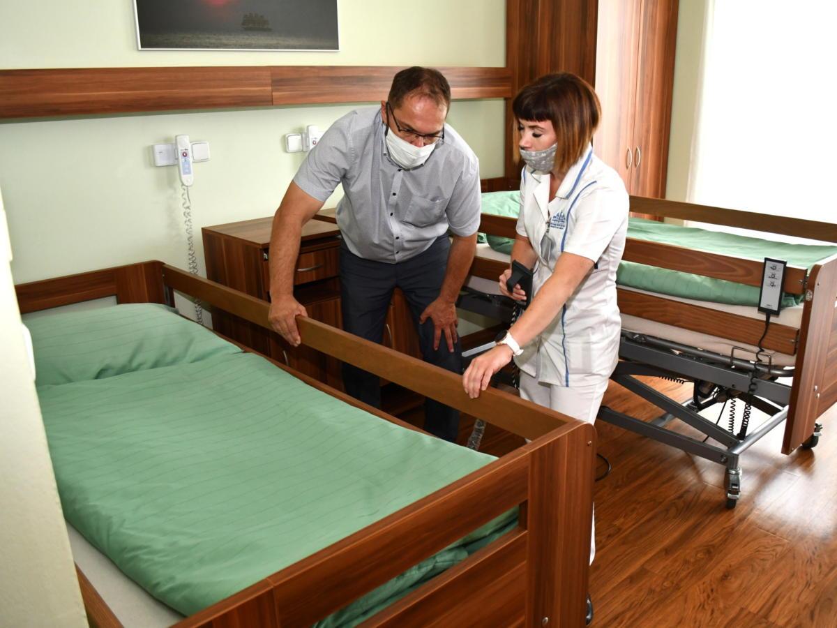 Nová zdravotnická lůžka jsou na svých místech - Brandýs nad Orlicí
