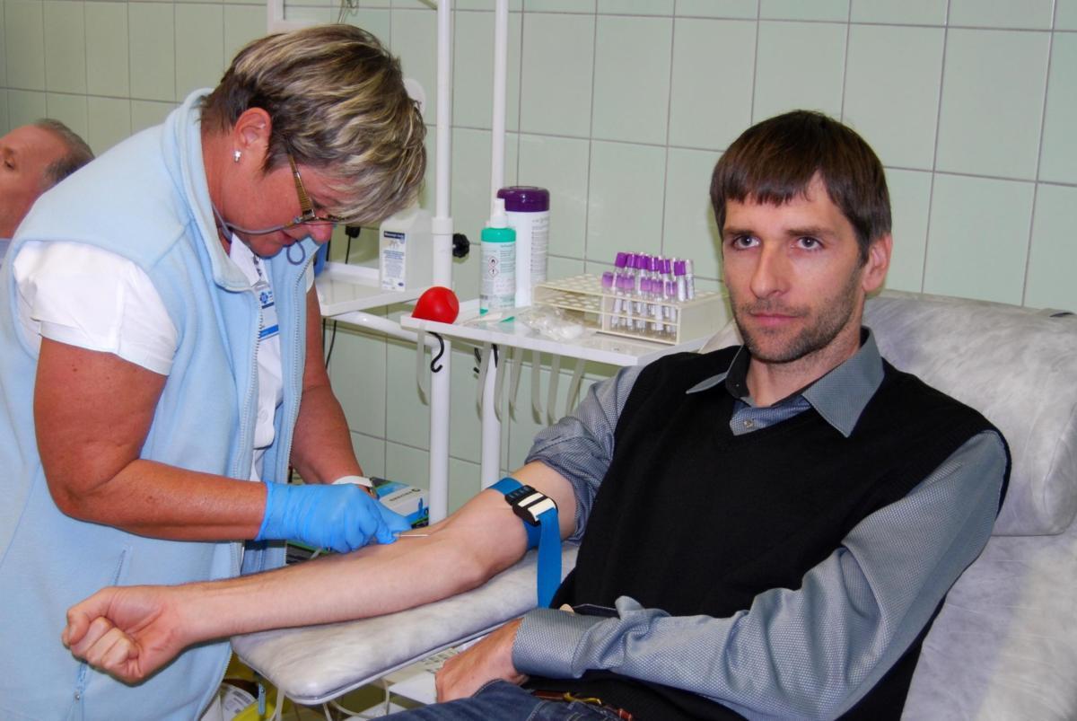 """""""Hokejový"""" nábor v Pardubické nemocnici přilákal 23 nových dárců krve"""