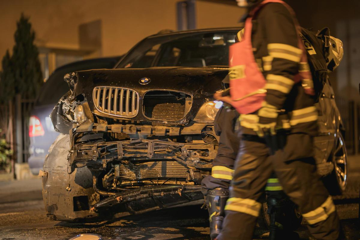 Řidič zdemoloval pět aut. Zadrželi jej strážníci