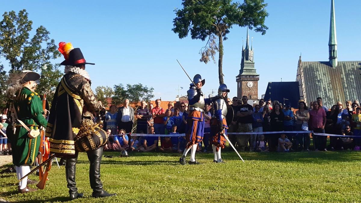 Historické střílení z valů zámku je stále populárnější