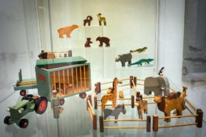 Grusovo království hraček se představuje v pokladně Východočeského muzea