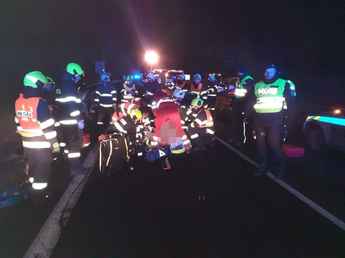 Záchranka ze tří krajů u nehody na Přeloučsku