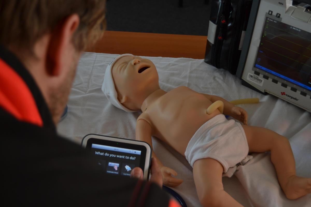 Dva špičkové modely simultánní výuky jsou od dnešního dne součástí praktické přípravy a tréninku záchranářů a Lékařů Zdravotnické záchranné služby Pardubického kraje.