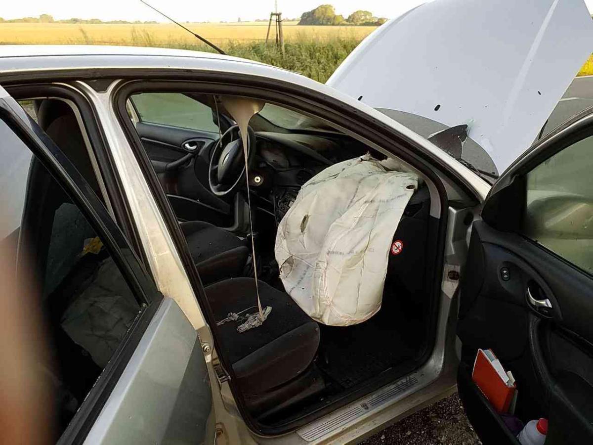 Technická závada na elektroinstalaci způsobila požár osobního auta