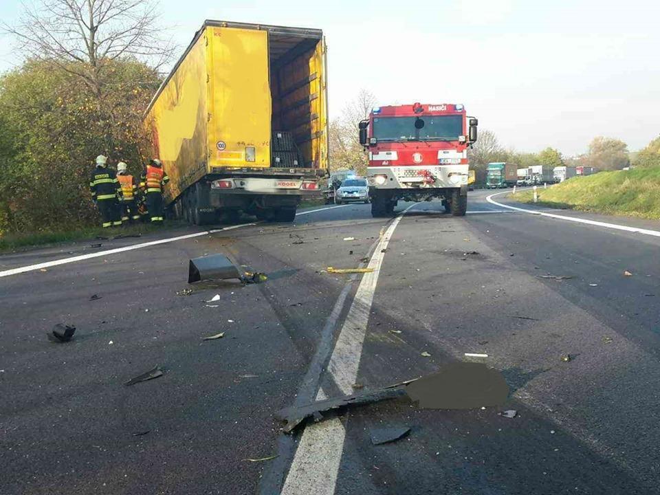 Nehoda tři vozidel na silnici I/35 před Litomyšlí