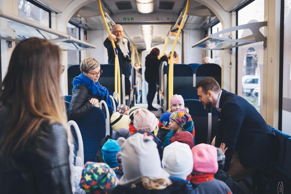 Nové vlaky Leo Express pro Orlicko si prohlédly stovky lidí.