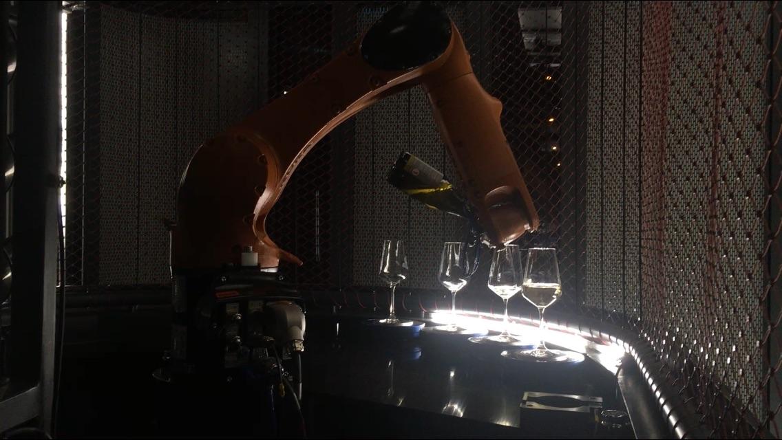 Pardubická rodinná firma JHV-ENGINEERING se zabývá vývojem a výrobou automatizovaných výrobních a montážních linek.