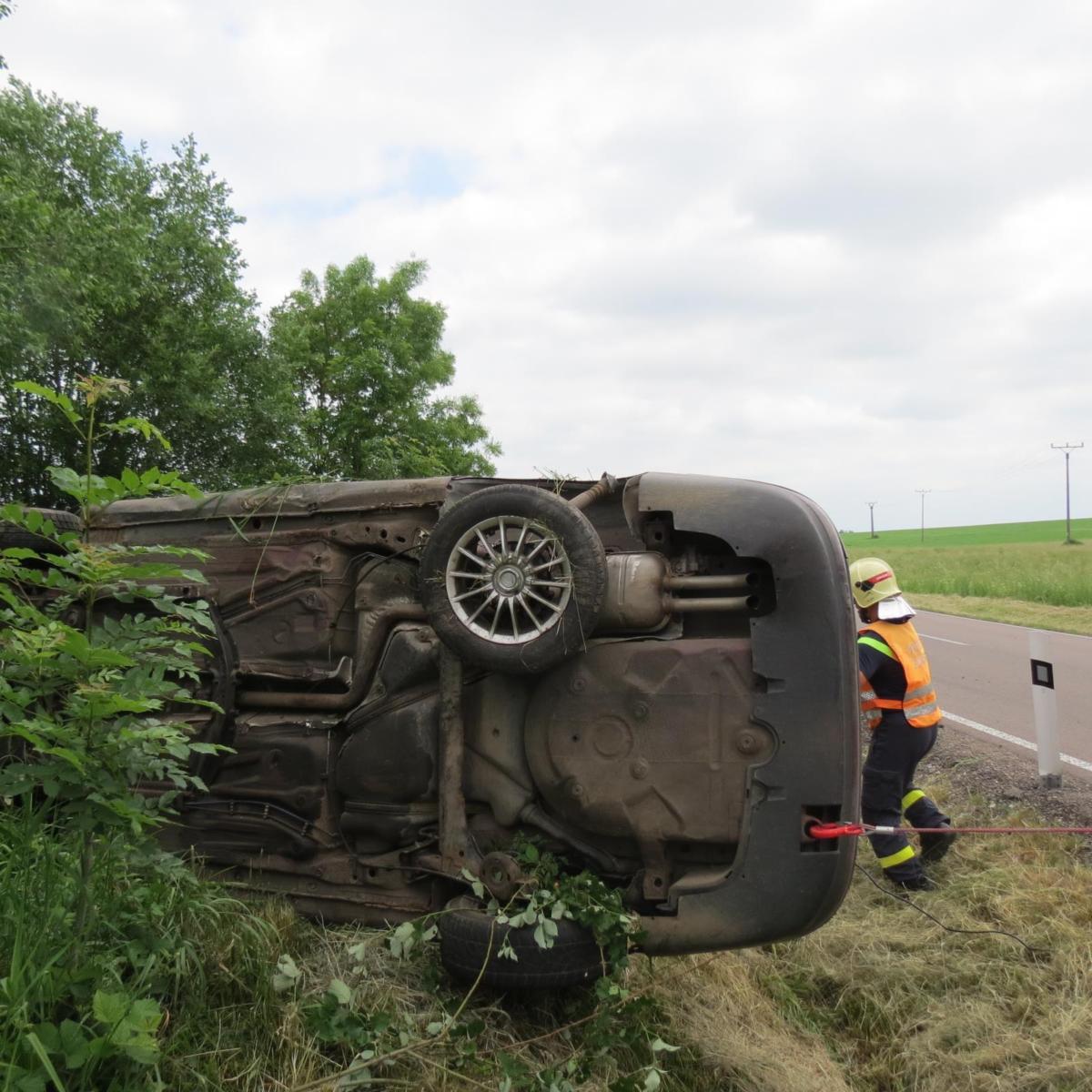 Řidič nezvládl předjíždění v Uherčicích...