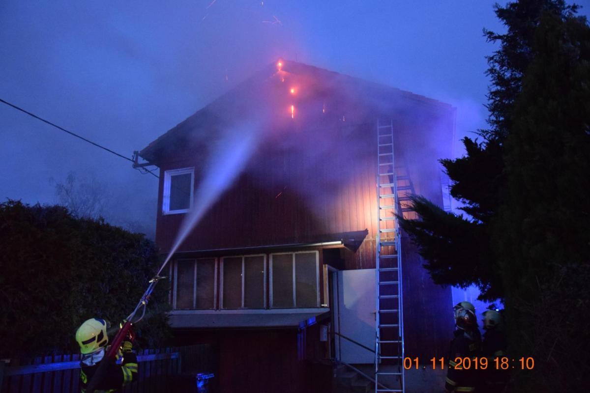 Požár rodinného domu v části Pardubic - Ohrazenicích