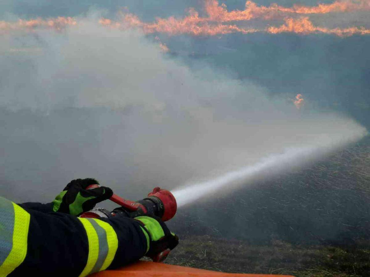 U požáru zasahovalo osm jednotek hasičů