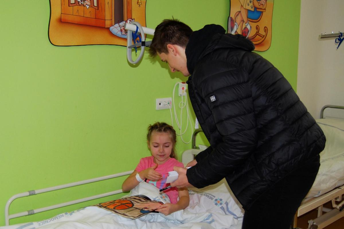 Hospitalizované děti v Pardubické a nově i v Chrudimské nemocnici se mohou zapojit do 5. ročníku výtvarné soutěže BasketMalování.