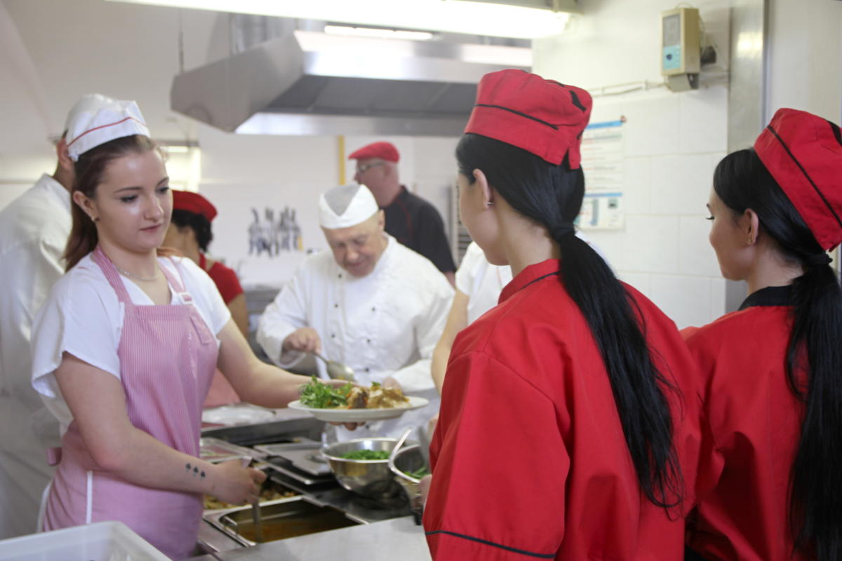 Ve školní jídelně v Chroustovicích vařili podle receptů našich babiček