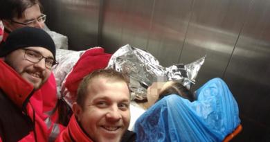 Záchranáři pomohli krásnému novorozenci na svět v Heřmanově Městci…