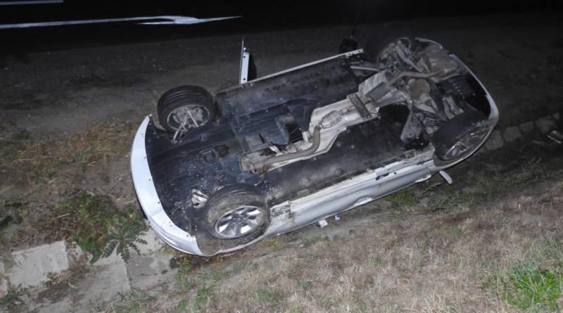 Mobil a alkohol pravděpodobnou příčinou havárie u Svitav…