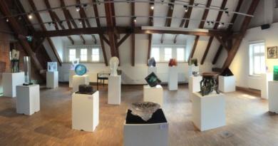 Moderní české sklo ze sbírky Východočeského muzea se představuje v Plzni i Bavorsku…