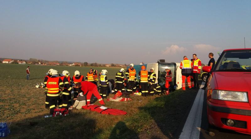 Nehoda autobusu na silnici č. 36 u Holic…