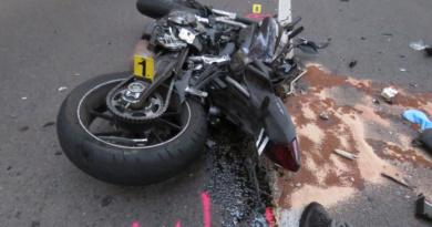 Motorkář zemřel v nemocnici…