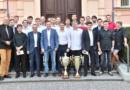 Úspěšní hokejbalisté klubu H.A.K. Pardubice přivezli na hejtmanství poháry…