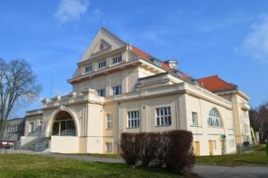 Prohlídka Moderní architektura v Pardubicích @ Východočeské muzeum - Zámek Pardubice | Pardubický kraj | Česko
