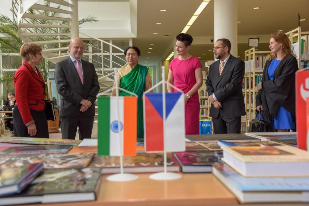 Univerzitu navštívila velvyslankyně Indické republiky Narinder Chauhan...