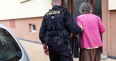 Strážníci jsou tu, aby pomáhali – s drobnými problémy nebo i když jde o život…