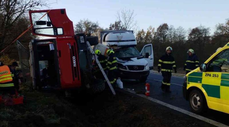 Silnice I/37 u Lukavice byla dopoledne uzavřena kvůli nehodě…