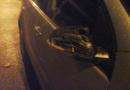 Cestou z klubu rvali stěrače a kopali do aut…