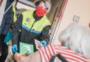 Strážníci vozí vitamíny i roušky osamoceným seniorům…