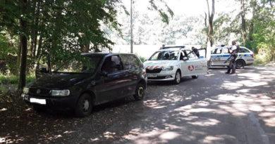 Řidič to vzal z gruntu: alkohol v dechu, bez řidičáku a auto bez technické…